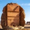 Uno dei monumenti funerari nabatei che compongono Hegra, il sito UNESCO Patrimonio Mondiale dell'Umanità di AlUla.